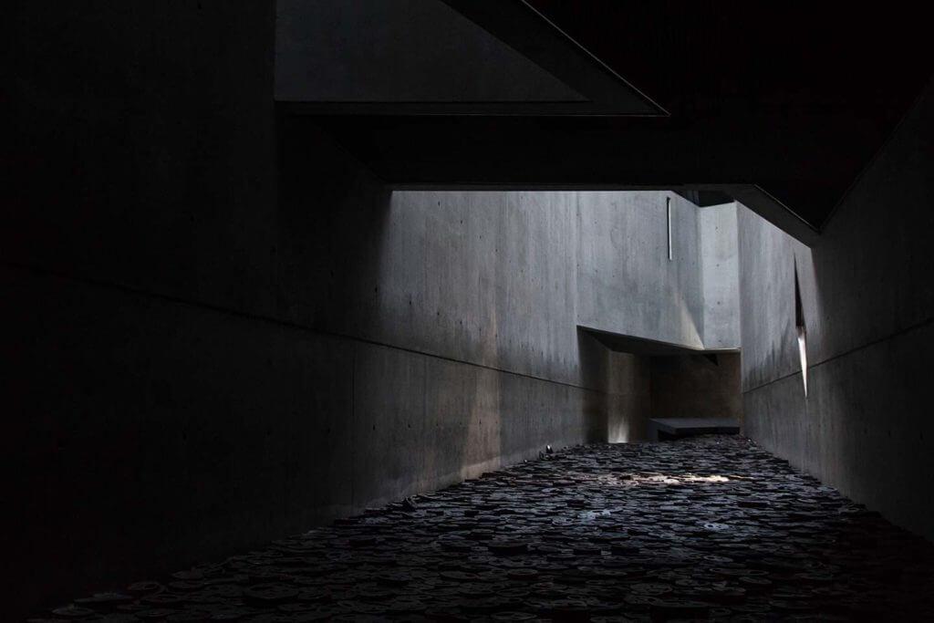10,000 steel faces - Jewish Museum