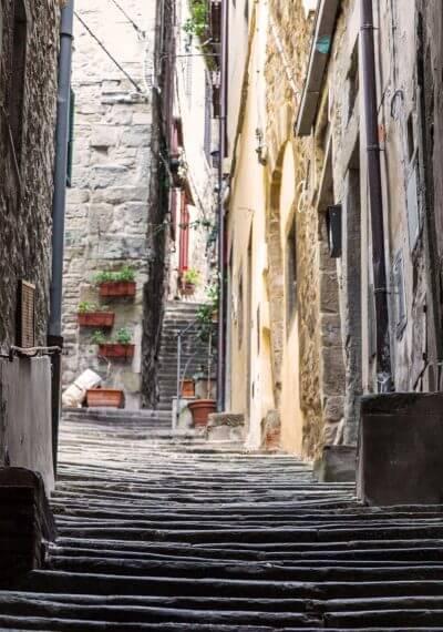 steps in Cortona