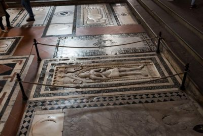 grave at Basilica Santa Croce